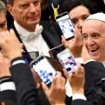 Pope goes shoe-shopping, Italians are delighted