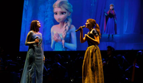 'Santa Claus doesn't exist,' conductor tells kids at Italian Frozen show