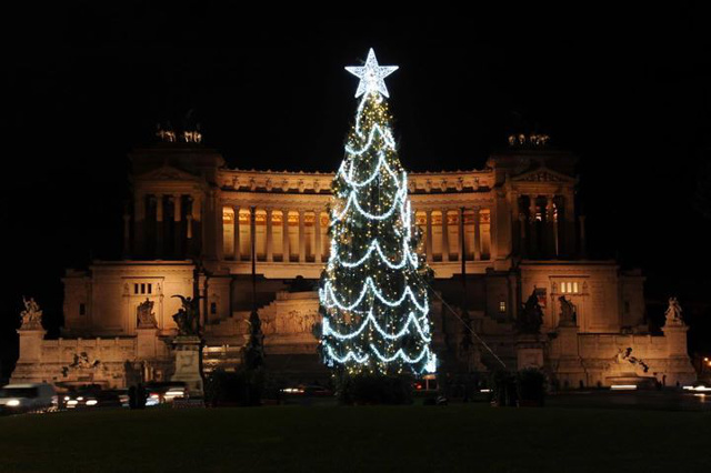 Rome's ugly Christmas tree gets makeover after hundreds complained