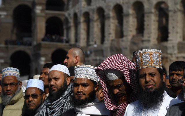 Italian Muslims sign anti-extremism pact