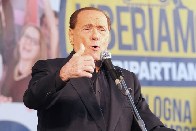 Berlusconi auctions off lunch date with himself to help earthquake victims
