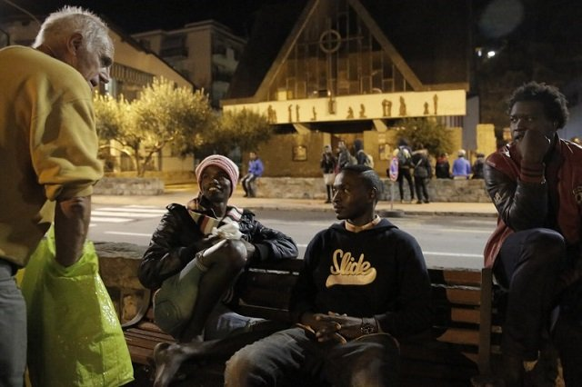 French and British volunteers arrested for giving food to migrants in Italy