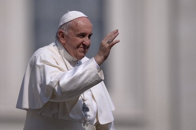 Pope Francis opens free launderette for Rome's poor and homeless