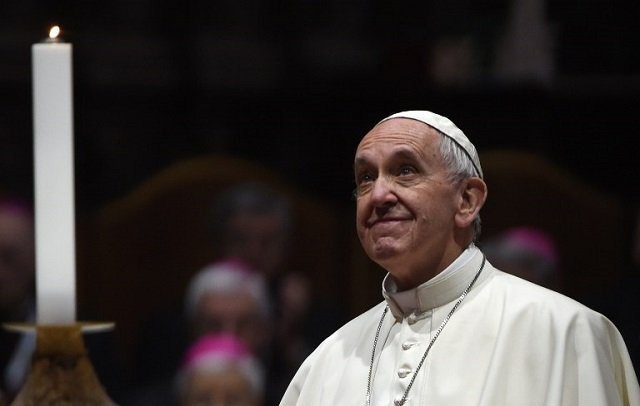 'Pilgrim of peace' Pope Francis heads to Egypt