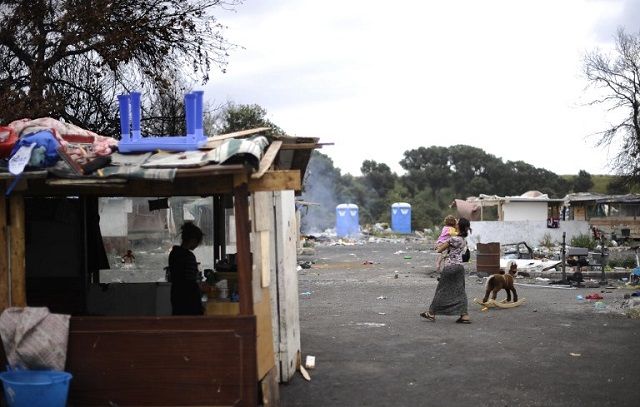 Rome mayor promises to close Roma camps in the capital