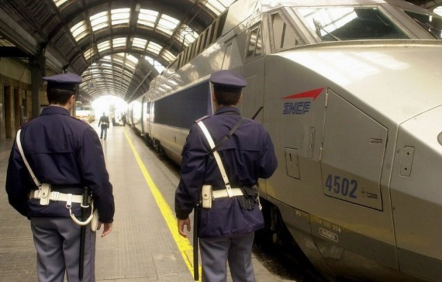 Police officer and soldiers stabbed in Milan train station