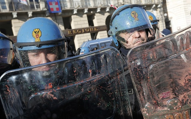 Three arrested after clashes at Turin's Labour Day rallies