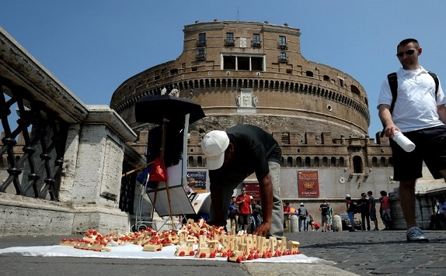 Protests in Rome over street vendor's death following police clampdown