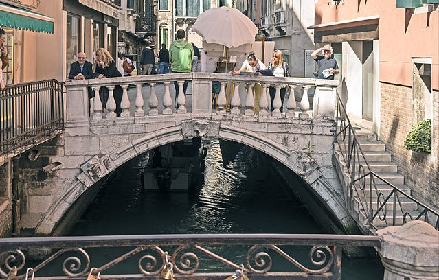 Venice bridge closed over fears of possible collapse