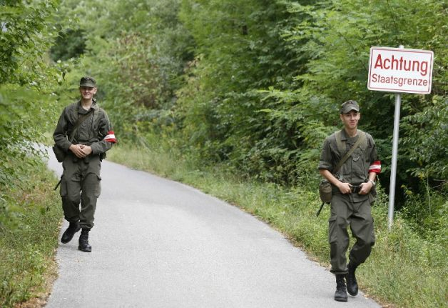 Austria reinforces army presence and control on Italian border