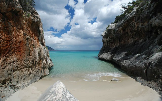 Sandal in the Mediterranean: Why you should visit Sardinia