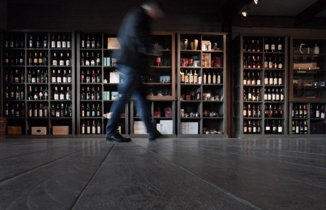 Italy plies visitors with wine in bid to boost tourism