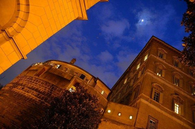 Vatican bank deputy sacked for 'unknown reasons'