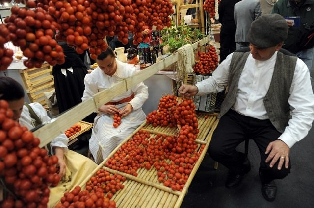 Fierce debate in Italy's southern regions over special status for tomatoes
