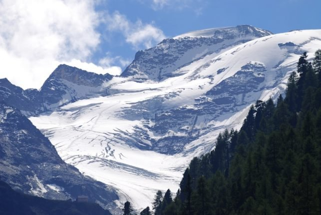 Tourists evacuated by helicopter amid avalanches in South Tyrol