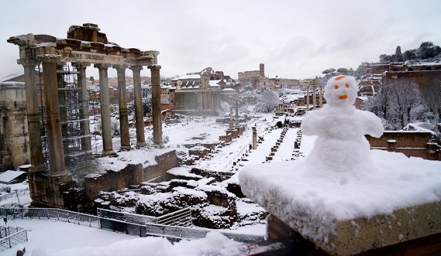 Italy braces for more freezing weather as snow causes traffic chaos