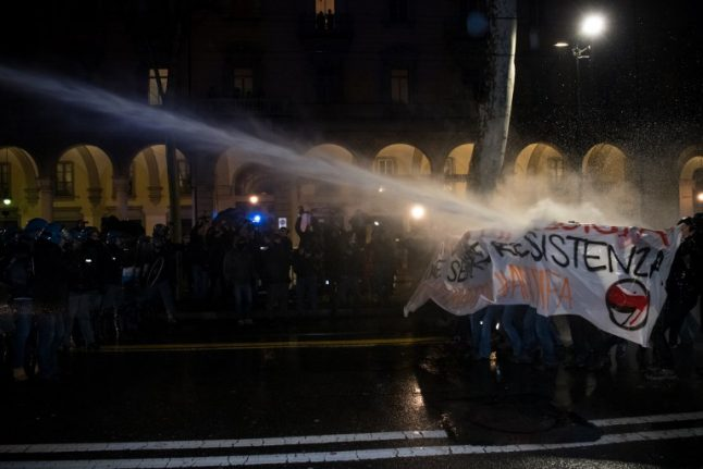 Three police injured in clashes with antifascist protestors in Turin
