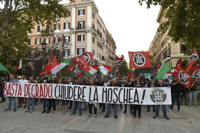 CasaPound: Italy's anti-migrant neighbourhood patrollers