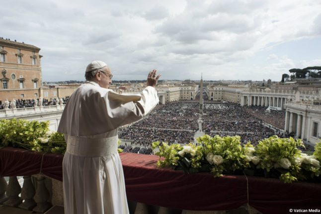 Pope urges end to Syria 'carnage' in Easter message