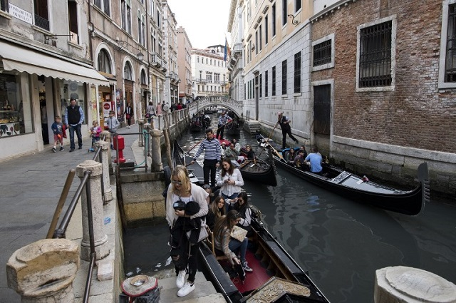 Tourist hotspot taskforces meet in Venice to tackle overcrowding