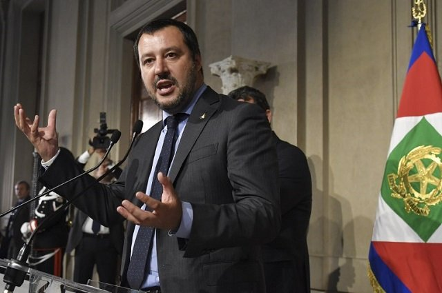 League and M5S leaders inch closer to deal on a government they may not be part of