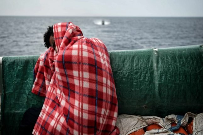Italy or Malta must let stranded migrants land 'immediately': UN