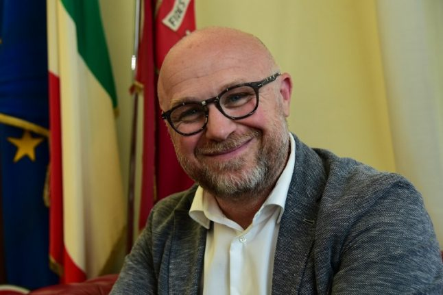Italian mayor offers to accept stranded migrants, then retracts