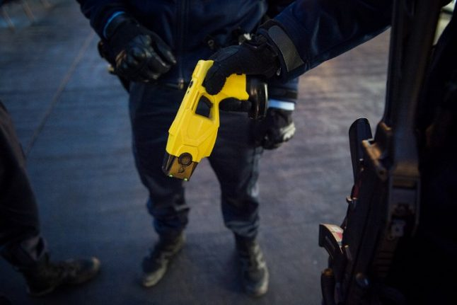 Police to trial Taser guns in 11 Italian cities