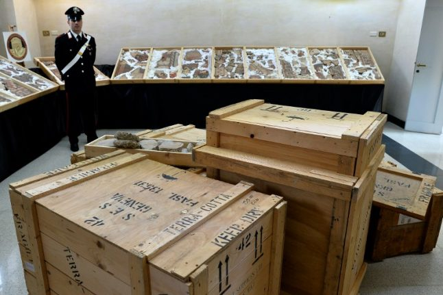 Italian police bust gang trafficking in stolen ancient artefacts