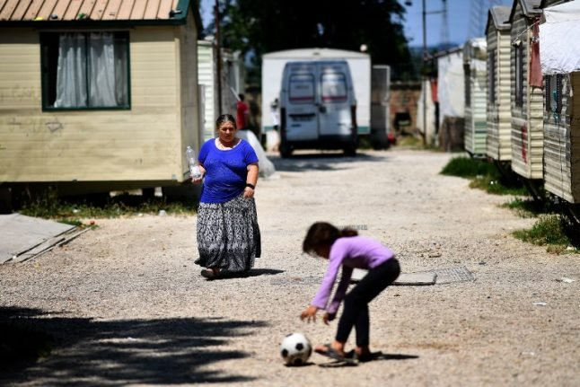 Italian police evict hundreds of Roma from camp despite EU court ruling