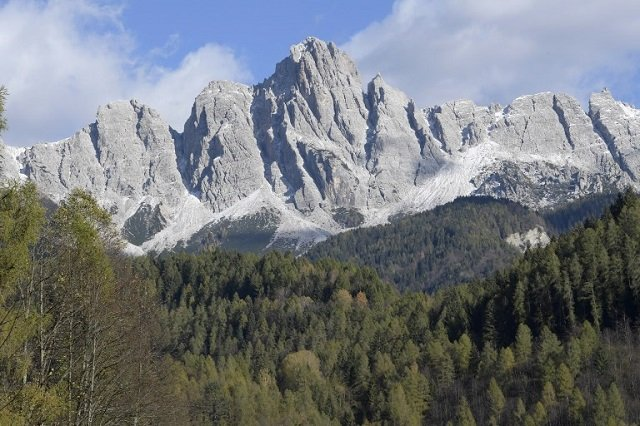 Italy restricts vehicle access to the Dolomites to protect the mountains from excessive tourism