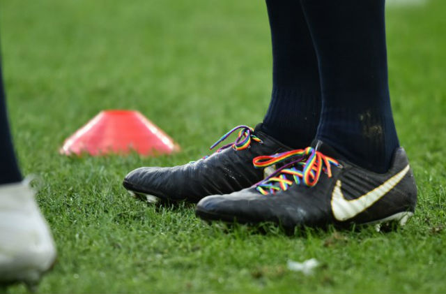Italy's rugby team don rainbow laces for Welsh legend