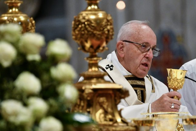 Pope denounces 'din of rich few' on World Day of Poor