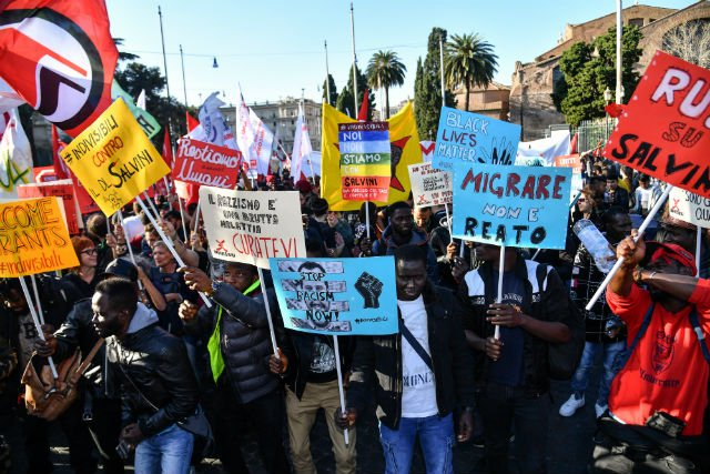 Thousands rally in Rome over Italy's 'anti-migrant' decree