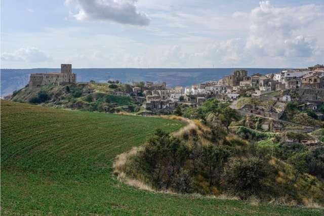 Can you really spend three months living in the south of Italy for free?