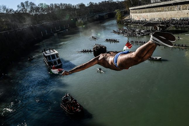 Hardy Romans leap into the new year... off a bridge