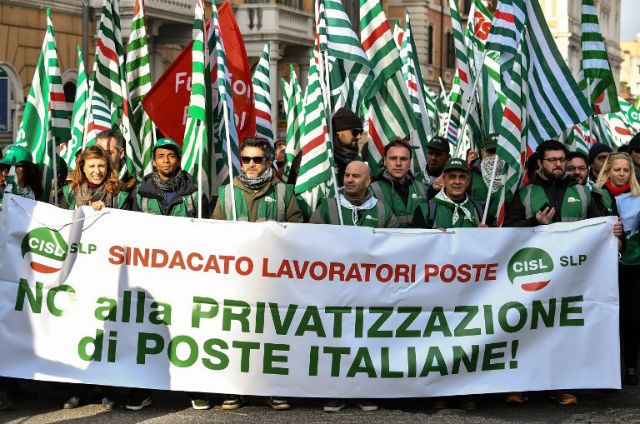 Hundreds march in Rome in union pro-growth protest