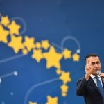 Italy's deputy PM meets 'yellow vest' protestors in France