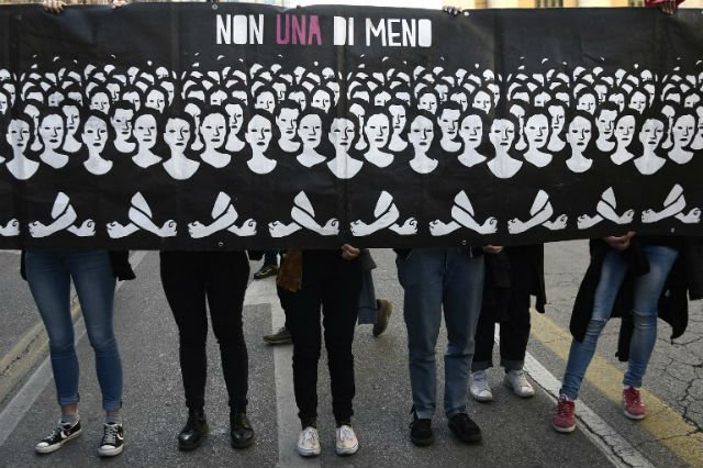 Tens of thousands march in Italy against anti-abortion meet