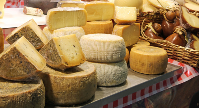 US vows to put tariffs on products including Italian olive oil, prosecco and Pecorino cheese