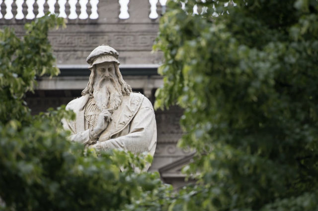 Da Vinci's 'claw hand' left him unable to hold palette: researchers