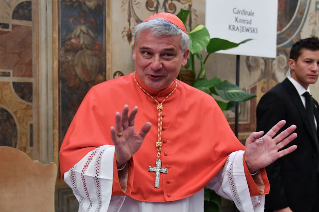 Cardinal breaks police seal to return power to Rome families
