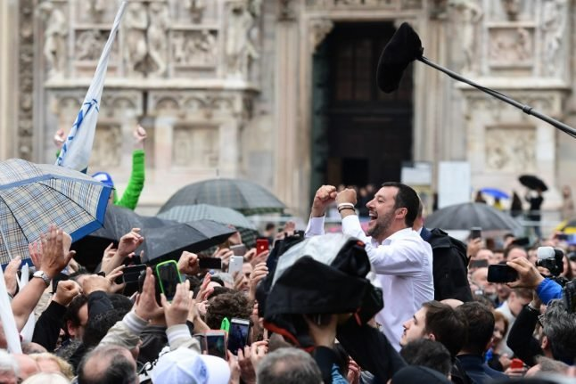 Italian nationalists rally to their 'captain' against Brussels