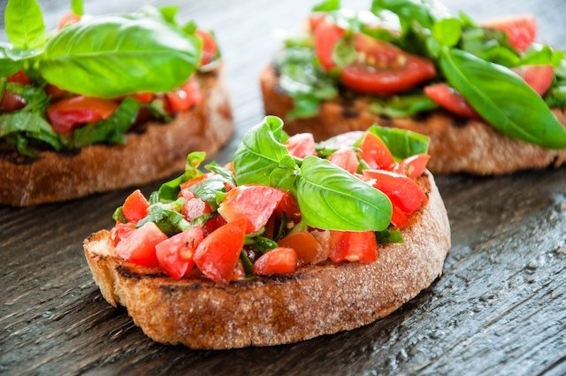 RECIPE: How to make real Italian bruschetta with tomatoes and basil