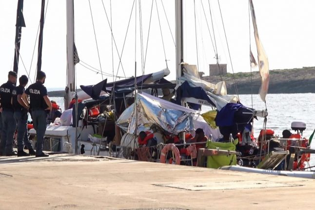 Migrant rescue sailboat defies Salvini by docking in Italy