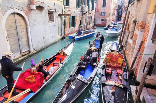 Venice puts off charging entry fees until next year