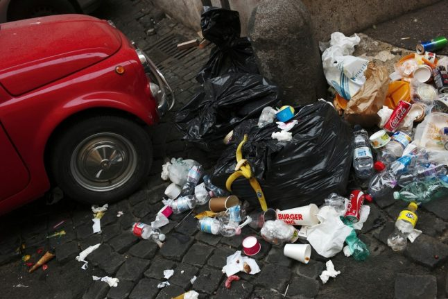 Rome's rubbish will be cleaned up 'within 15 days': minister