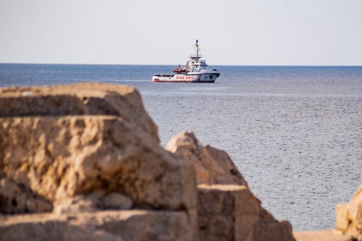 Desperate migrants jump from rescue ship near Italy