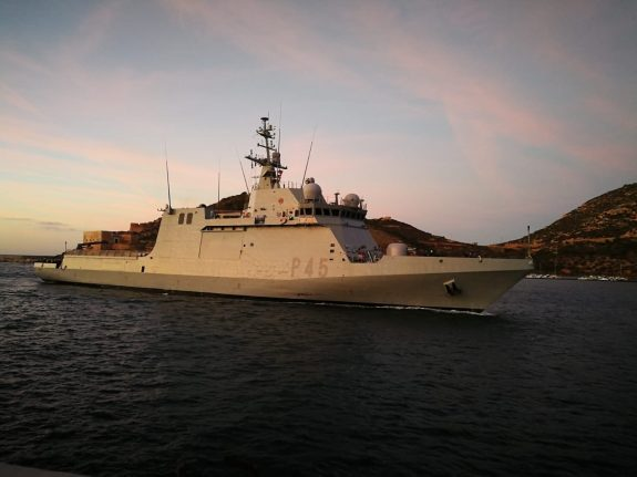 Spanish naval ship arrives in Italy to take in 15 rescued migrants