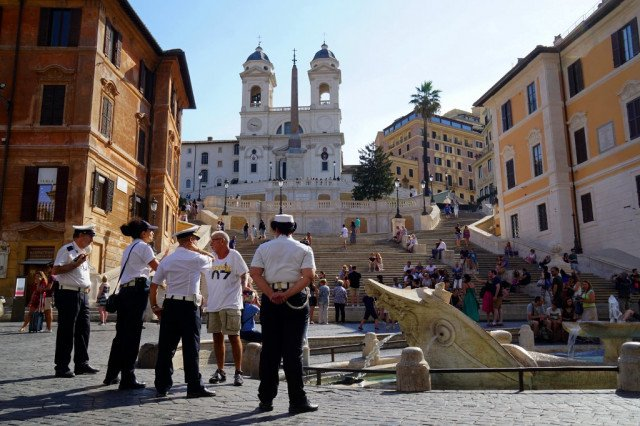 15 strange ways to get into trouble on holiday in Italy